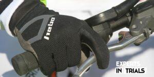 Por qué los puños de trial son un punto clave en tu moto